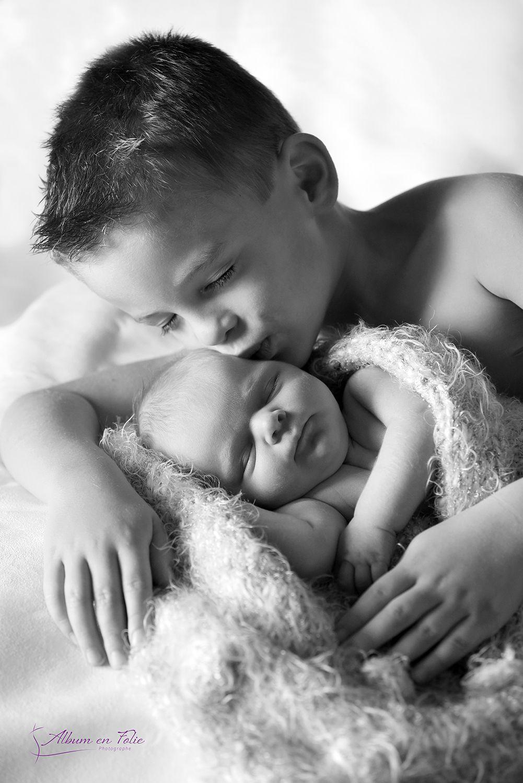 Shooting naissance avec grand frère à domicile