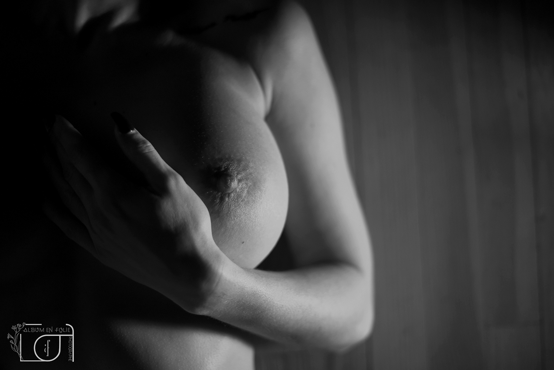 Photographe portrait nue femme noir et blanc