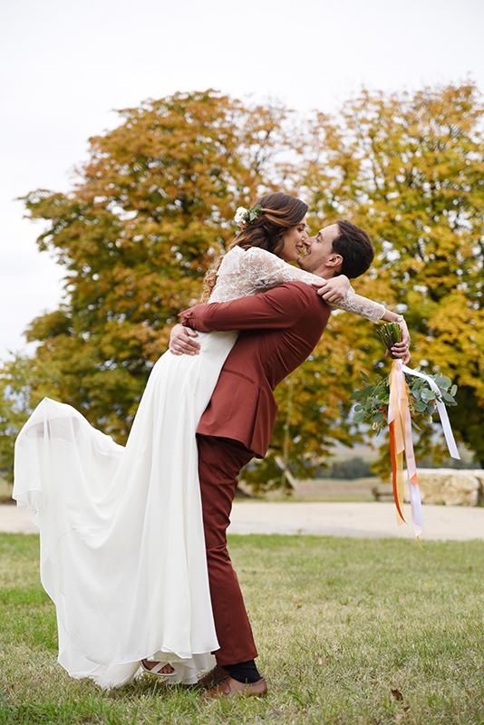 Photo de couple mariage d'automne