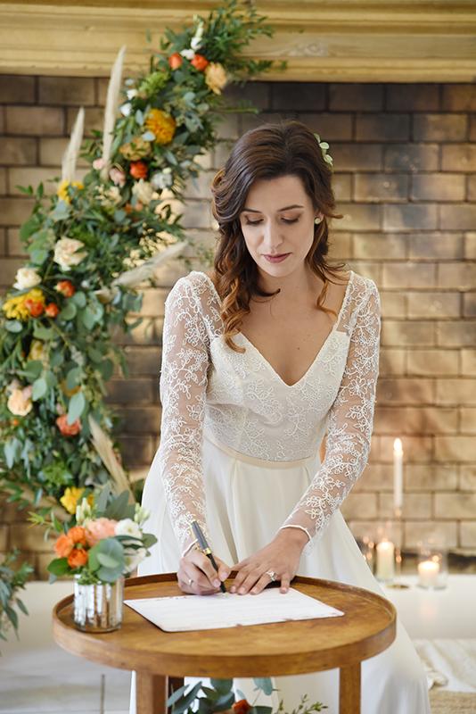 signature mariée à la cérémonie laïque