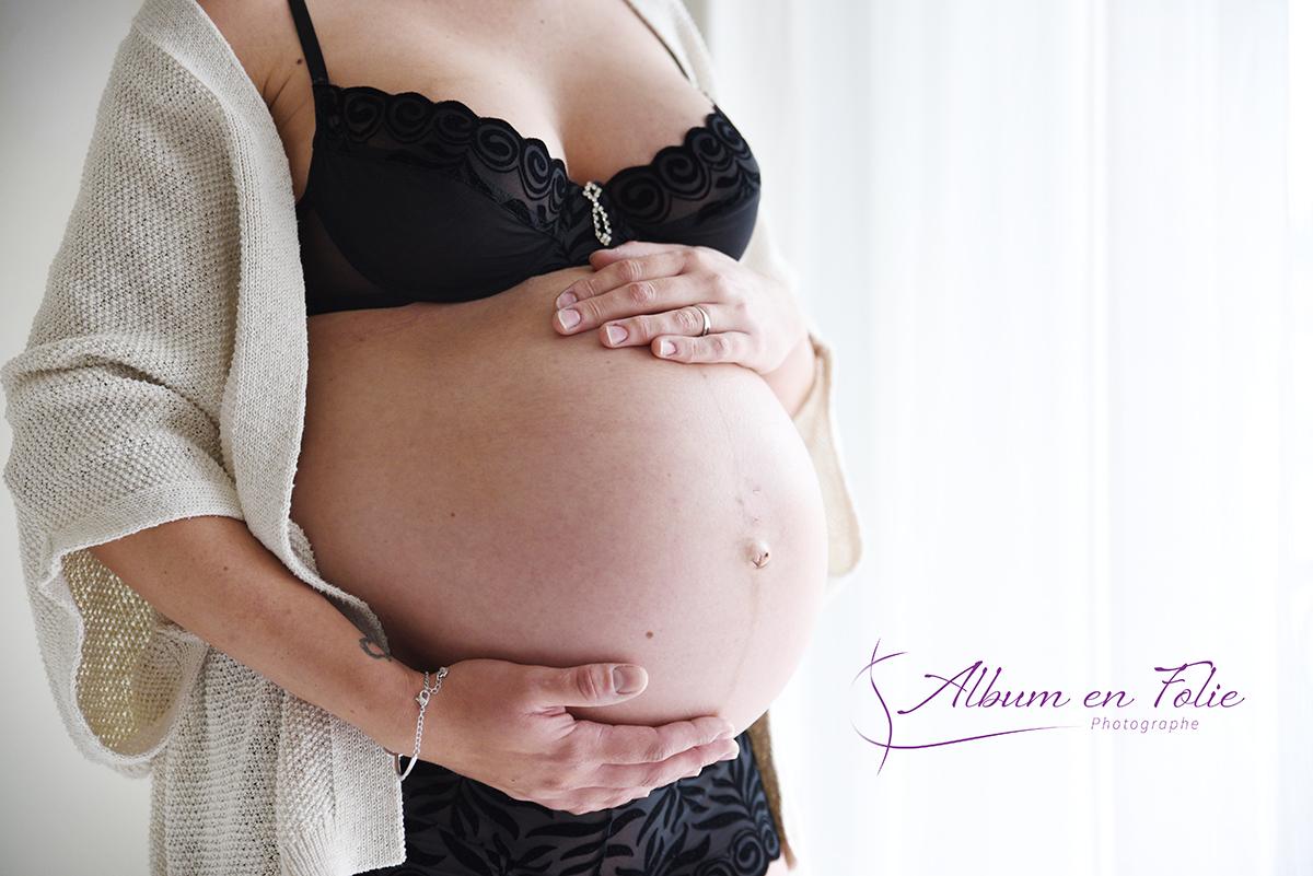 Séance grossesse en lumière naturelle